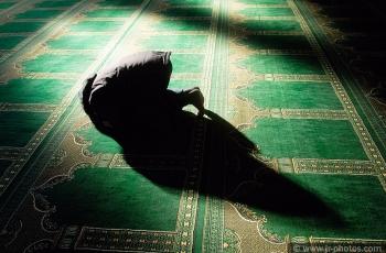 Muslim at prayer, Luton
